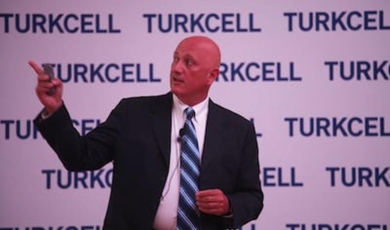 Turkcell 3 ayda 882 bin kişiyi daha akıllı yaptı