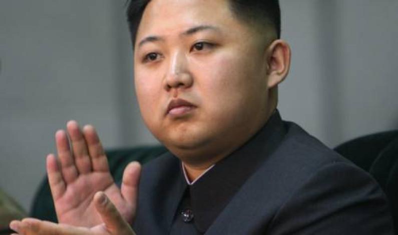Kore'nin güzel yanaklı lideri bile telefonunu yaptı… Biz?