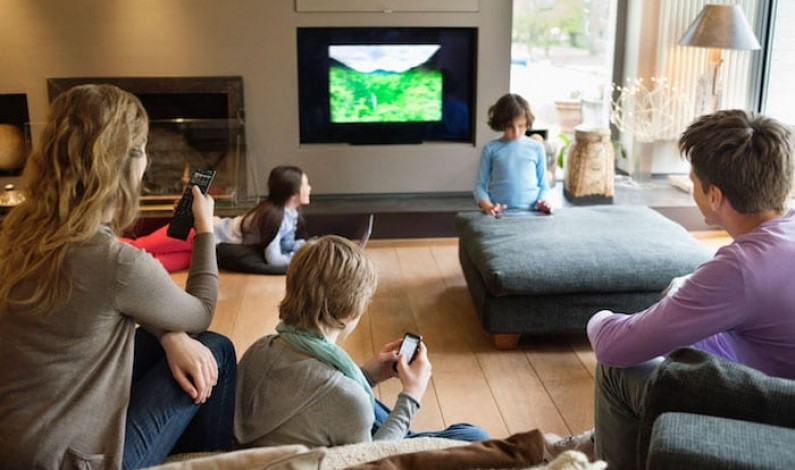 İnternetçiler ürün alırken dostuna güveniyor, TV seyrederken internete giriyor