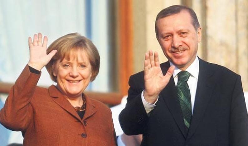 Erdoğan Merkel ile CeBIT'i açarken özellikle IBM'i Türkiye'ye yatırıma çağırdı
